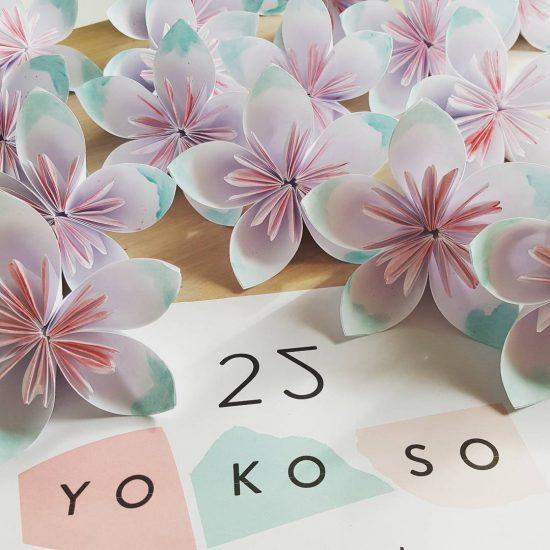 Kusudama bloemen voor het Yokoso festival