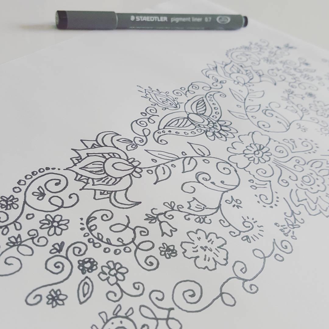 Pentekening nektattoo bloemen