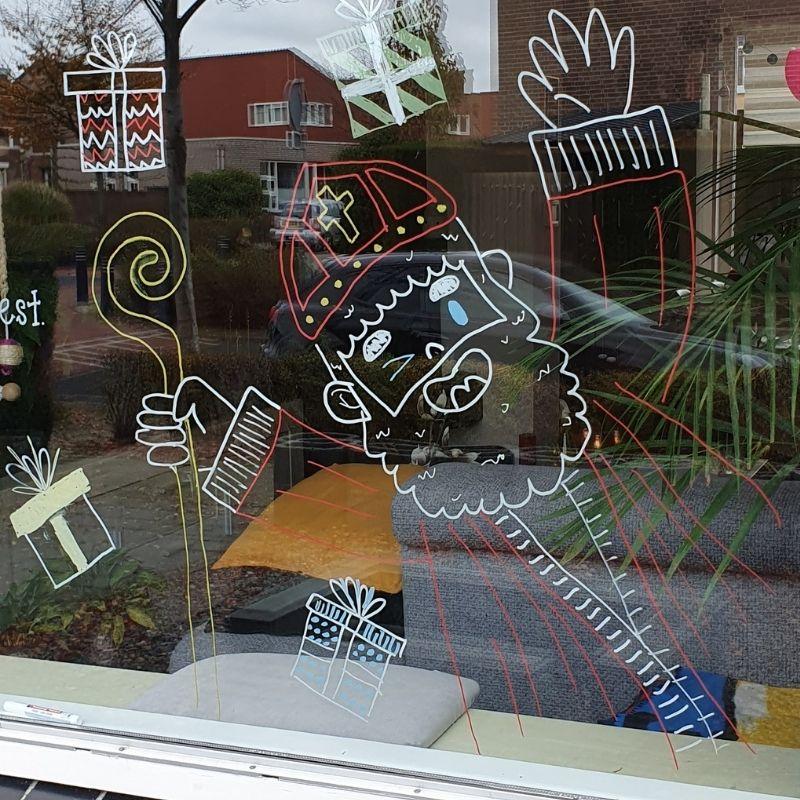 Sinterklaas met gouden staf tekenen op je raam
